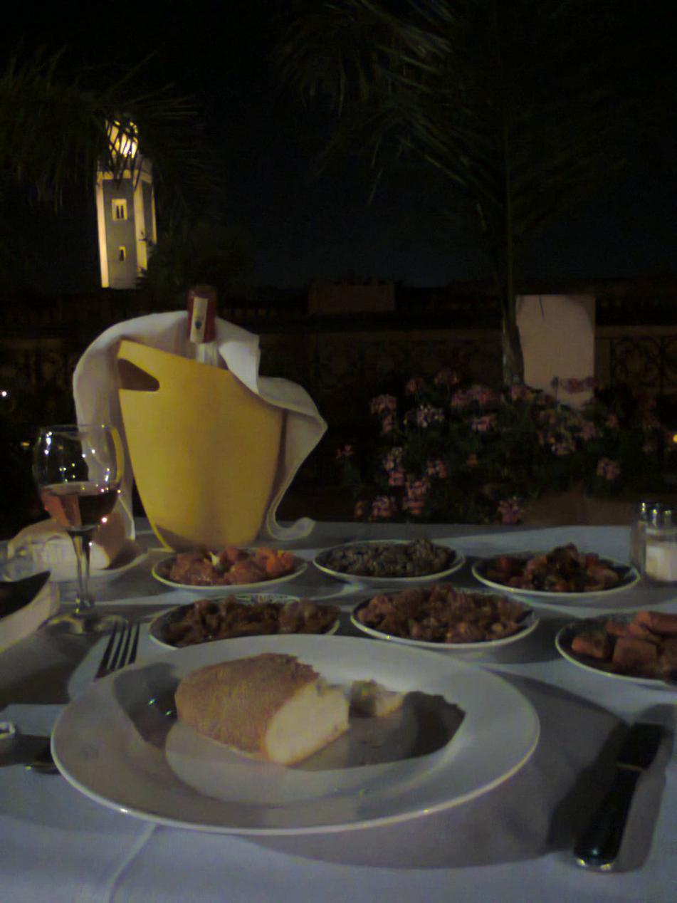 Assortiment aan Marokkaanse voorgerechtjes mmmmm lekker lekker!